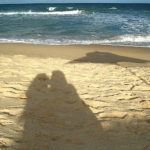 beach-couple-shadow-1572918-1279x963